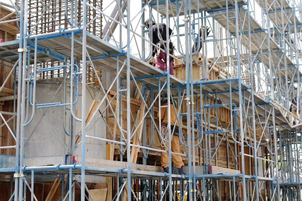 枠組み足場とは高層階の建物で使われる足場